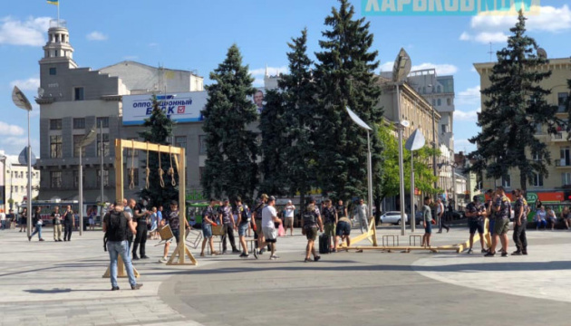 """""""Повернення Жукова"""": у Харкові встановили шибениці і """"повісили"""" авторів рішення"""