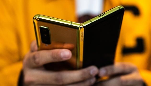 Samsung модернізував свій гнучкий смартфон — Bloomberg