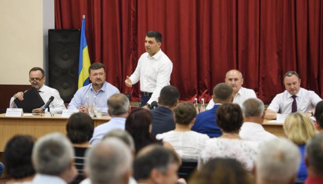 Уряд пропонує надати районним центрам статус ОТГ – Гройсман