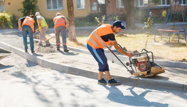 У Вінниці ремонтують прибудинкові території