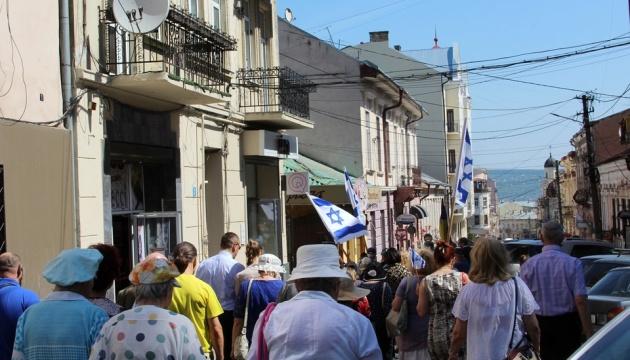 В Черновцах прошло траурное шествие, посвященное годовщине начала Холокоста