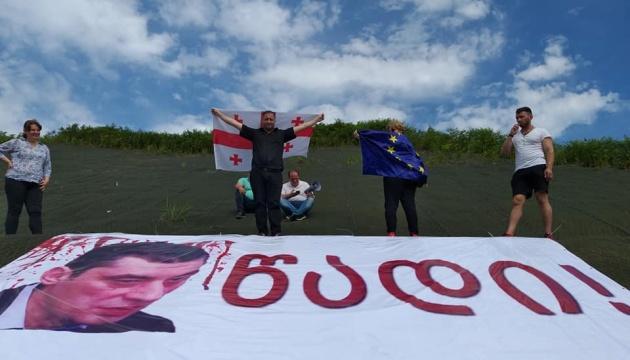 У Грузії госпіталізували учасницю голодного протесту проти глави МВС