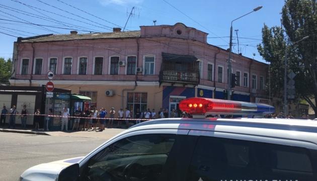 В Одесі зловмисник захопив заручницю у відділенні