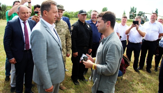 Президент вручил Комарницкому удостоверение главы Луганской ОГА