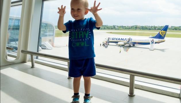 Мільйонним пасажиром львівського аеропорту став малюк