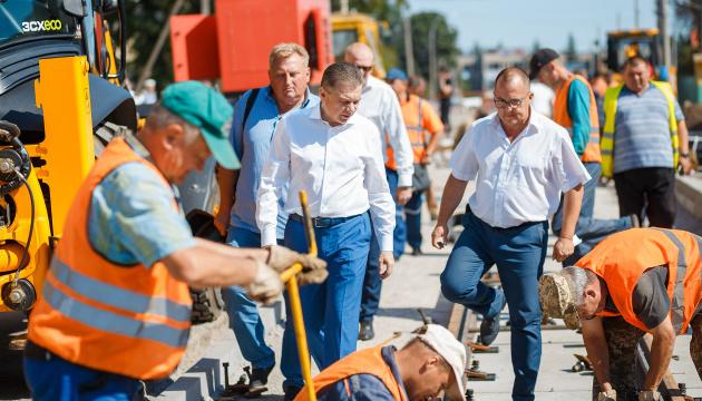 У Вінниці облаштовують сучасний «оксамитовий шлях» для трамваїв на вул. Замостянській