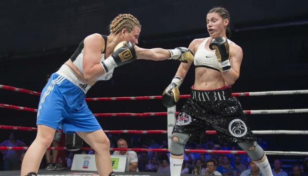 Бокс: українка Медведенко програла Вікот бій за три пояси в легкій вазі