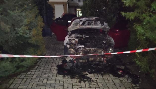 У центрі Херсона підпалили  авто довіреної особи кандидата від «Слуги народу»