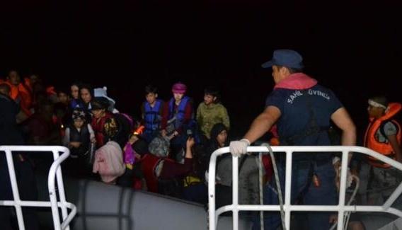 У Туреччині з гумових човнів зняли майже сотню нелегалів