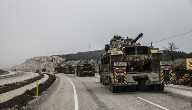 Туреччина перекидає 80 тисяч військових та техніку на кордон із Сирією