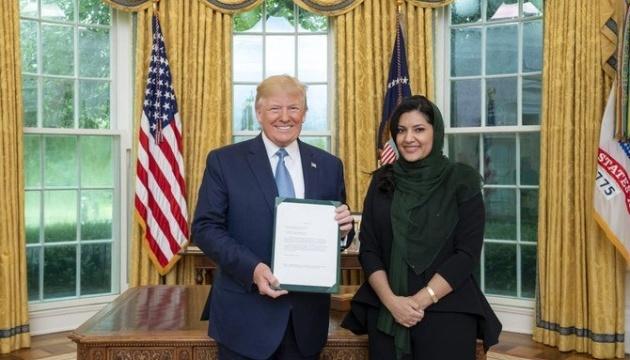 Перша жінка-посол Саудівської Аравії вручила вірчі грамоти Трампу