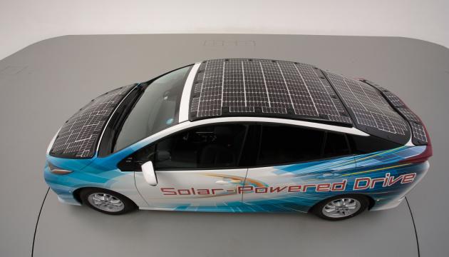 Toyota створила електрокар із сонячними панелями, що заряджатимуть авто у дорозі