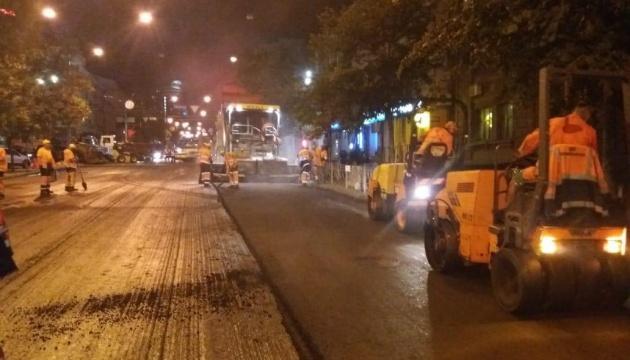 У Києві на Симона Петлюри — нове дорожнє покриття