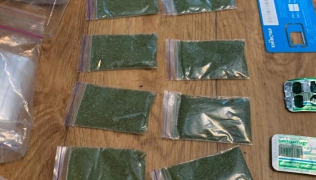 На Київщині у наркоторговців виявили метадону на мільйон гривень