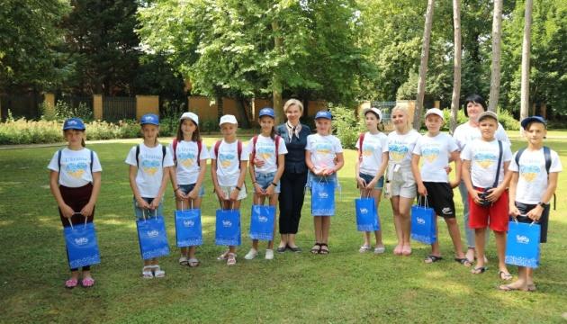 Посол України відвідала групу дітей з Волновахи, що приїхали на відпочинок в Угорщині