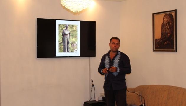 У Йорданії пройшла виставка волонтера, який сфотографував більше тисячі пам'ятників Кобзарю