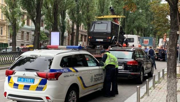 У Києві комунальники вийшли у рейд проти неправильно припаркованих авто