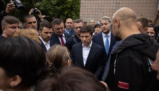 Зеленський: Не дамо монополізувати українське ТБ таким людям, як Медведчук