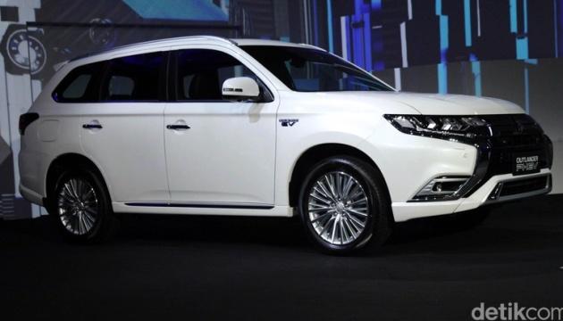 Mitsubishi оголосила про продаж гібридних авто, які можна зарядити вдома