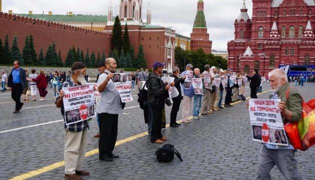 На мітингу в Москві затримали батька арештованого у справі