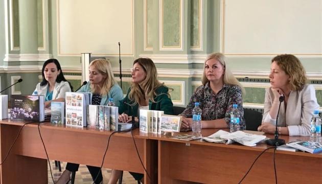 Мінінформ презентував англомовні книги про агресію РФ та окупацію Криму