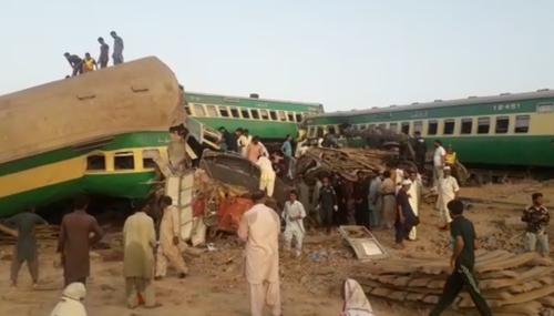 У Пакистані через зіткнення потягів загинули 10 і постраждали 85 осіб