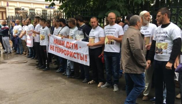 На затриманих у Москві кримських татар складають протоколи - журналіст