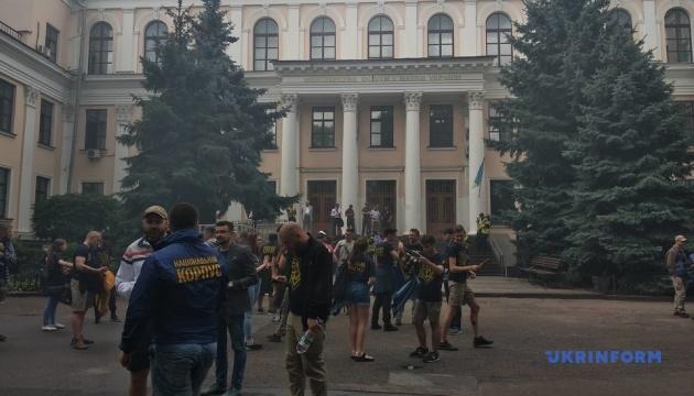 Нацкорпус під МОН вимагав позбавити Ківалова президентства в Одеській юракадемії