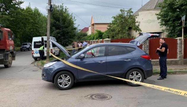 Поліція назвала прикмети чоловіків, які обстріляли авто поліцейського в Ужгороді