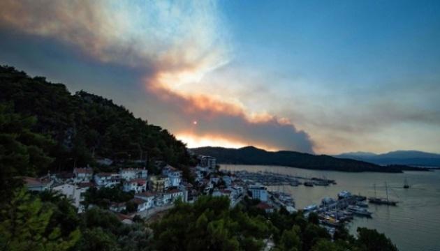 На південному заході Туреччини вогонь знищив 350 гектарів лісу