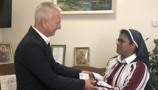 Зеленський дав громадянство України індійській монахині