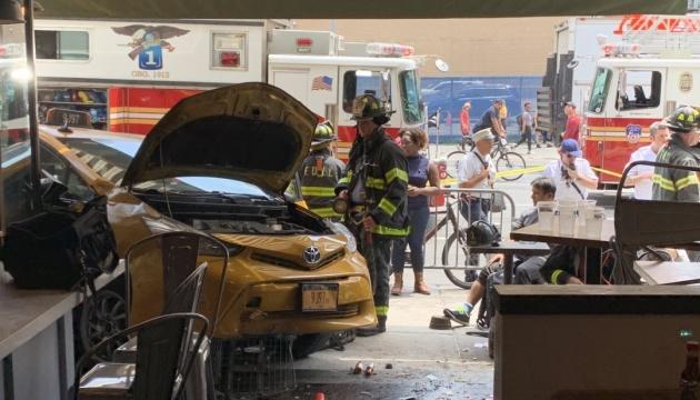 На Манхеттені таксі в'їхало у ресторан, вісім постраждалих