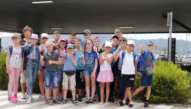 Маленькі українці з міст біля зони бойових дій на Сході України приїхали на відпочинок до Греції