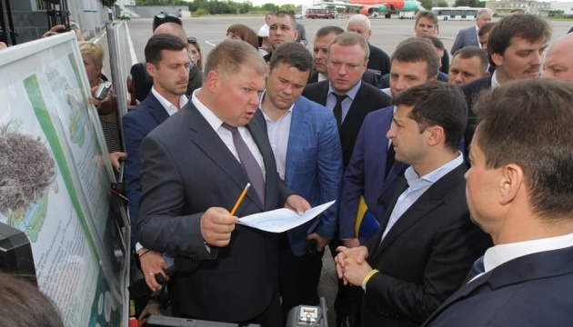 Зеленському пообіцяли за два роки відремонтувати аеропорт Дніпра