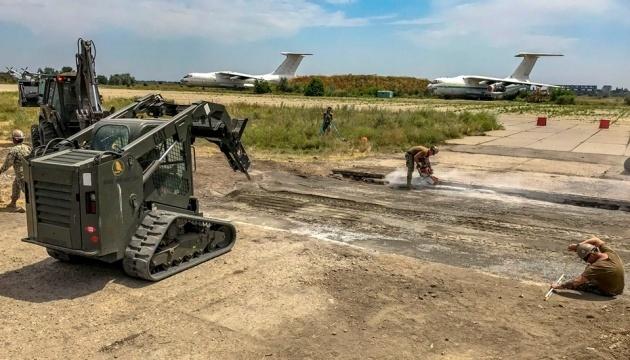 【写真】多国間海軍共同演習:仮想敵による飛行場爆撃を想定した演習実施