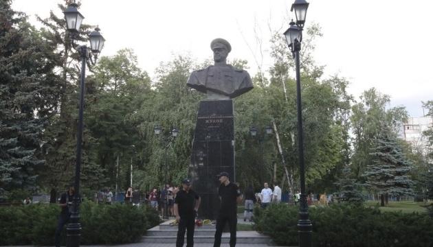 В Харькове протестовали у восстановленного памятника Жукову