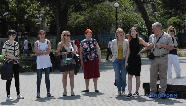 """Мати Кольченка підтримала акцію """"За межею"""" з нагоди дня народження Сенцова"""
