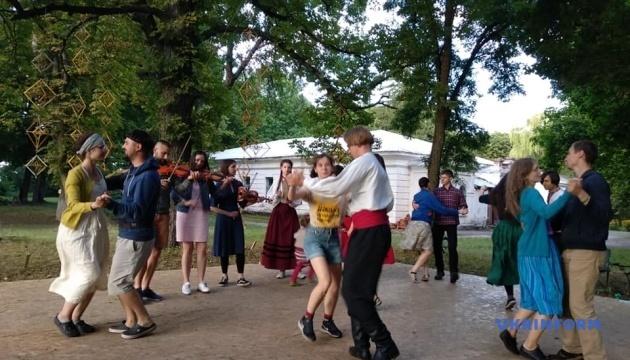 Школа традиційної музики на Чернігівщині зібрала учасників із чотирьох країн