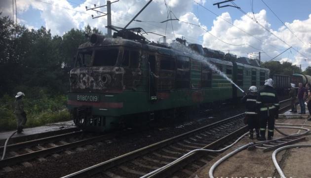 Пожежа електровоза заблокувала залізницю на Харківщині