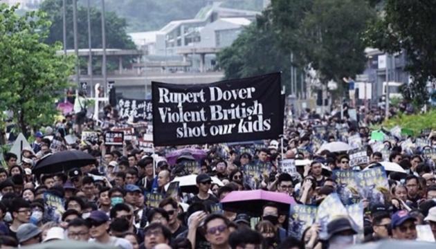 У Гонконгу — знову сутички протестувальників з поліцією
