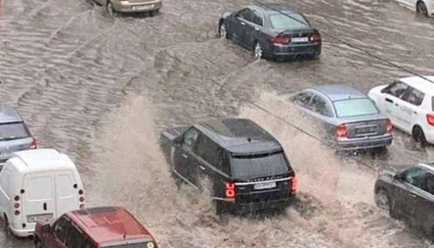 Злива затопила вулиці Києва