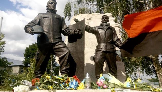 Пам'ятник двом наймолодшим героям Небесної Сотні відкрили на Тернопільщині