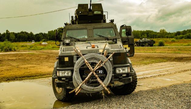 Десантники обкатали новітній БТР