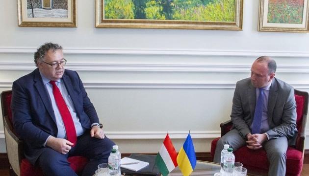 ウクライナ外務省、ハンガリーによる内政介入を防止するとコメント