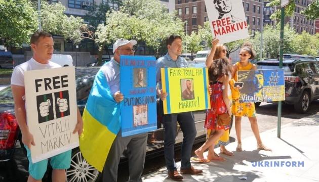 Українці у Нью-Йорку пікетують консульство Італії через вирок Марківу