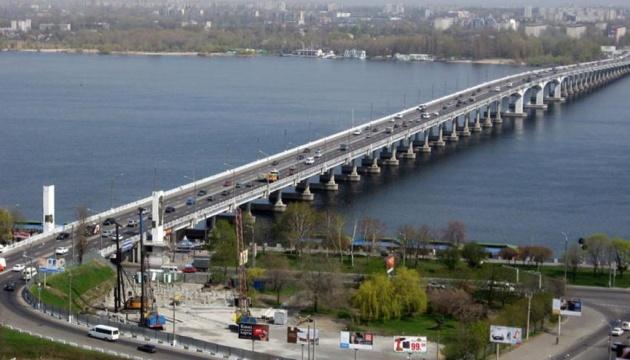 Центральний міст Дніпра перекривають на два місяці