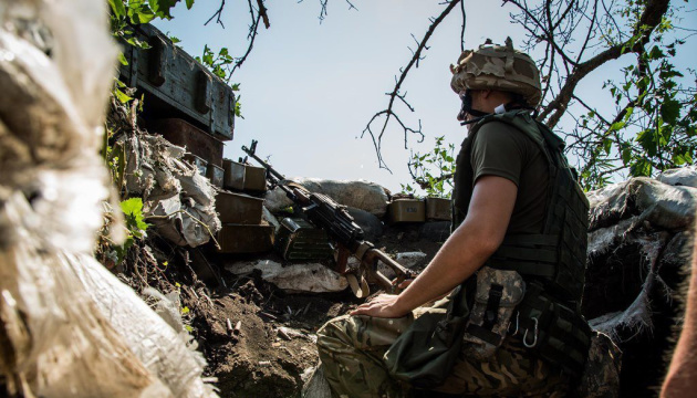 Russian-led forces fire mortars in Donbas. One Ukrainian soldier killed, two wounded