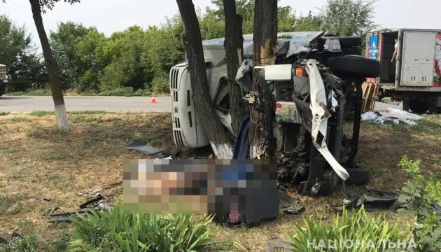 Под Запорожьем грузовик влетел в легковушку, есть погибший