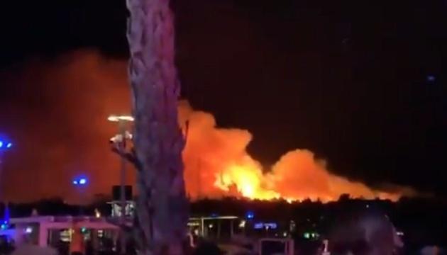 У Хорватії через лісову пожежу з фестивалю евакуювали тисячі людей