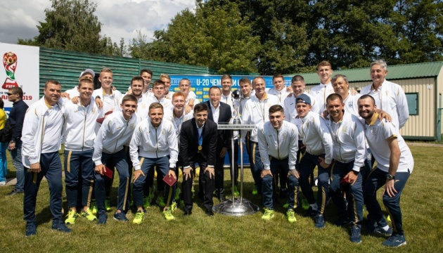 Зеленский наградил футболистов U-20, выигравших чемпионат мира